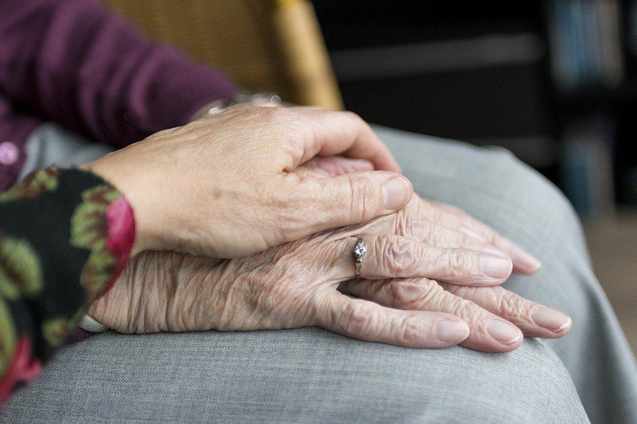 mãos-antigo-idade-avançada-idosos-2906458